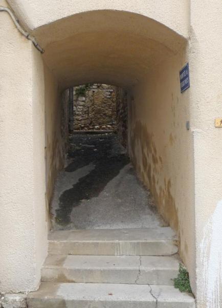 Vues d'Allex, Village, montée du vieux puits